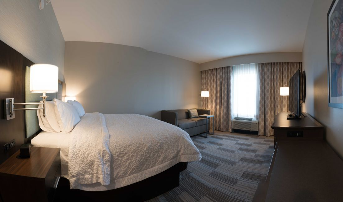 hampton-inn-westfield-king-room.jpg