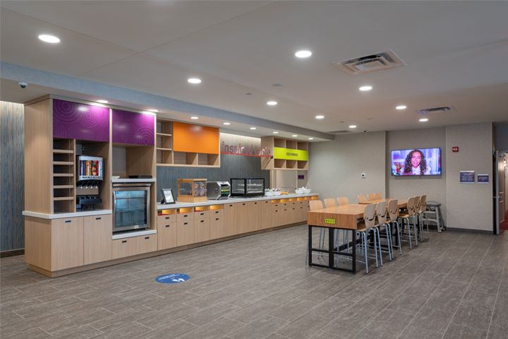 Home2 Suites - Fishers, IN - Breakfast Area